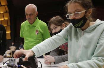 Önjáró robotokat építettek Szombathelyen